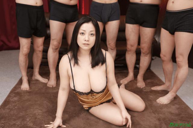 小向美奈子無修正作品「ボインッスル ~女王みなこの男祭ショー~」画像