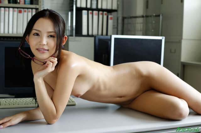 【一般】美人秘書の憂鬱 丘咲エミリ画像